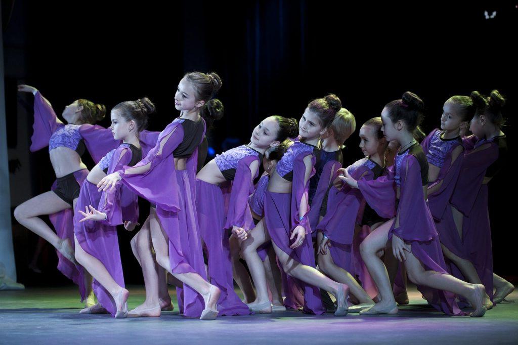 dancing-1979143_1280
